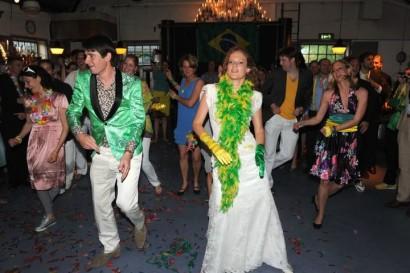 Openingsdans met bruidspersoneel